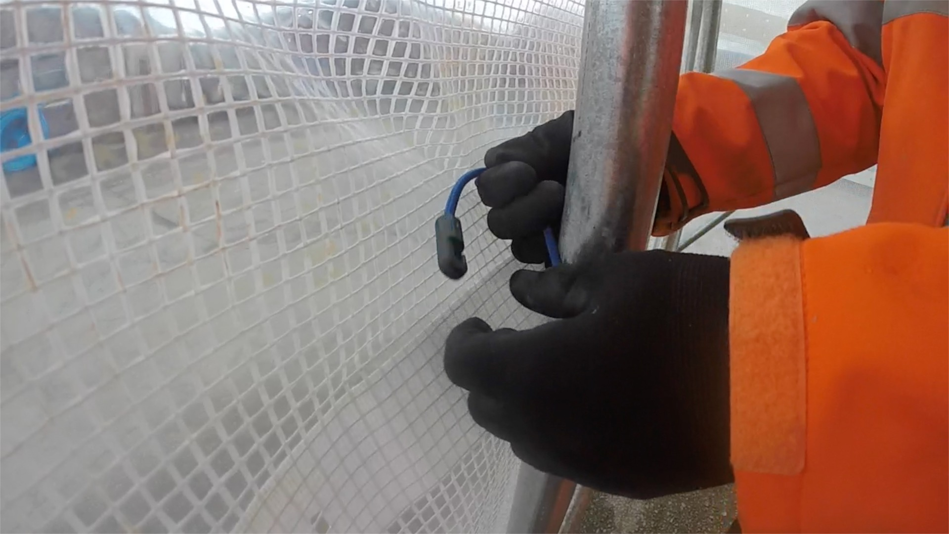 Fixing Scaffold Sheet using Bungee Ties