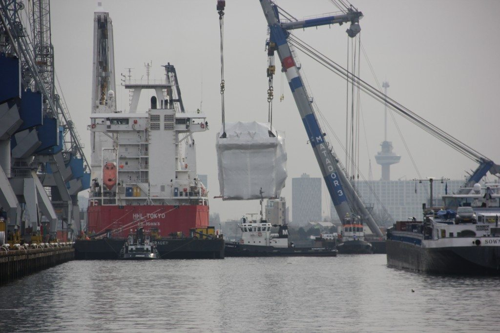 lifting module on to transport vessel